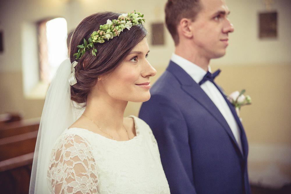 Uśmiechnięta Panna Młoda ślub gniezno fotografia