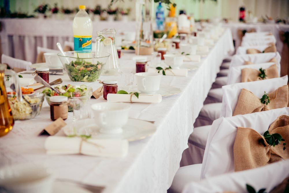 stoły przygotowane na wesele fotografia ślubna poznań