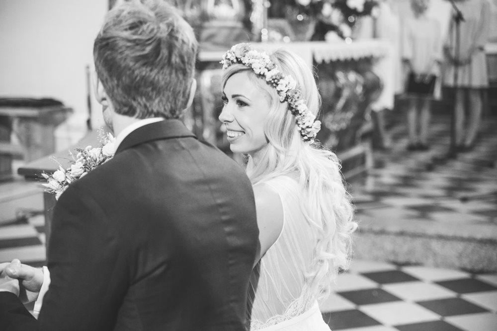 para mloda w kościele fotograf ślub krotoszyn