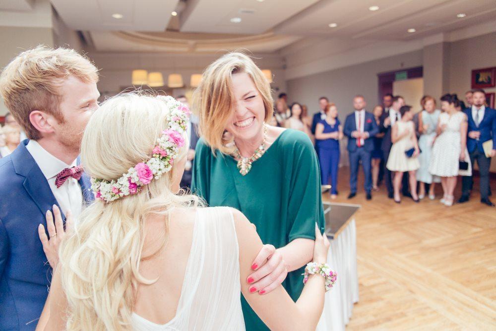 składanie życzeń po ceremonii fotografia ślubna krotoszyn