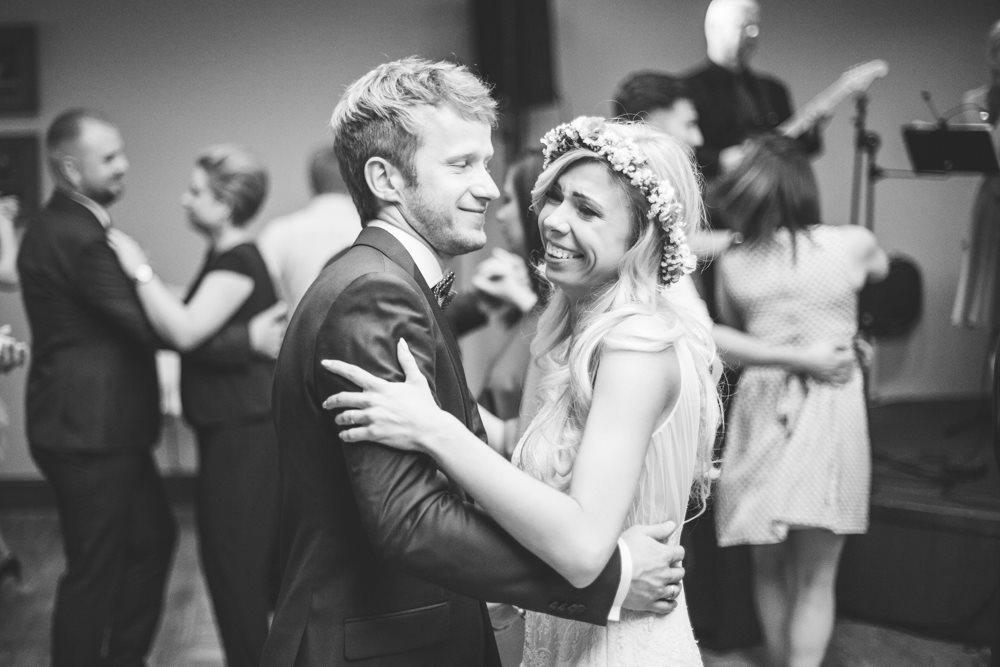 Taniec pary młodej fotografia ślubna poznań
