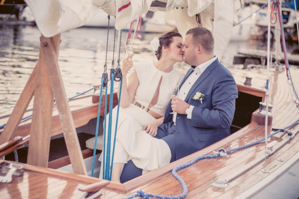 Fotograficzna Sesja ślubna na jachcie w Hotelu Kaskada