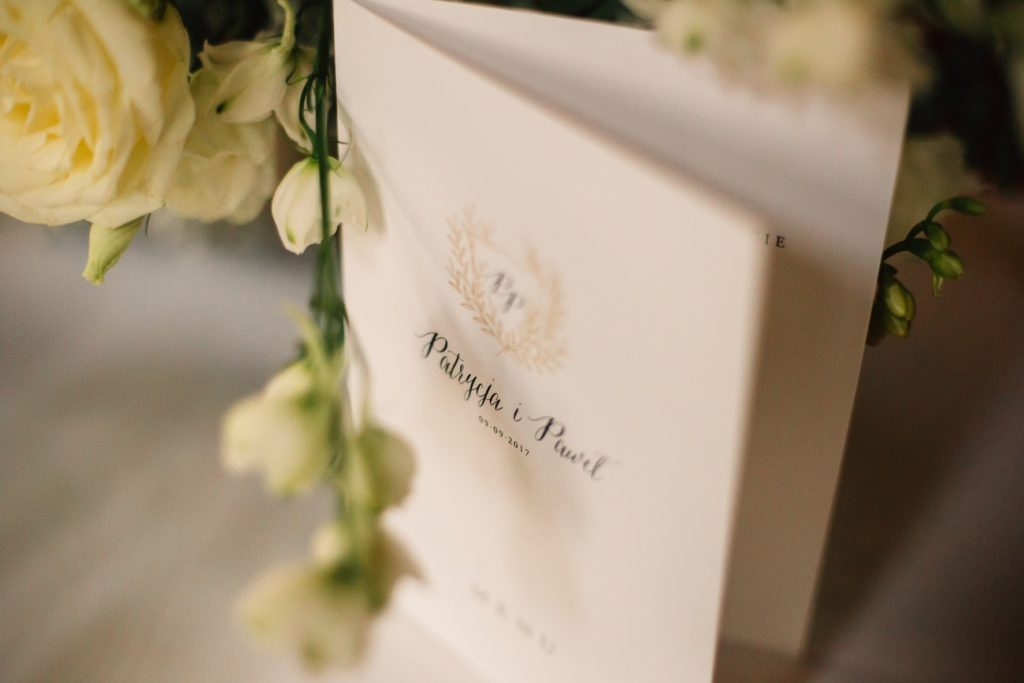 Menu Weselne na karcie w sali na wesele w Pałacu Wąsowo fotografia ślubna gniezno poznań Bajkowy ślub w Wąsowie