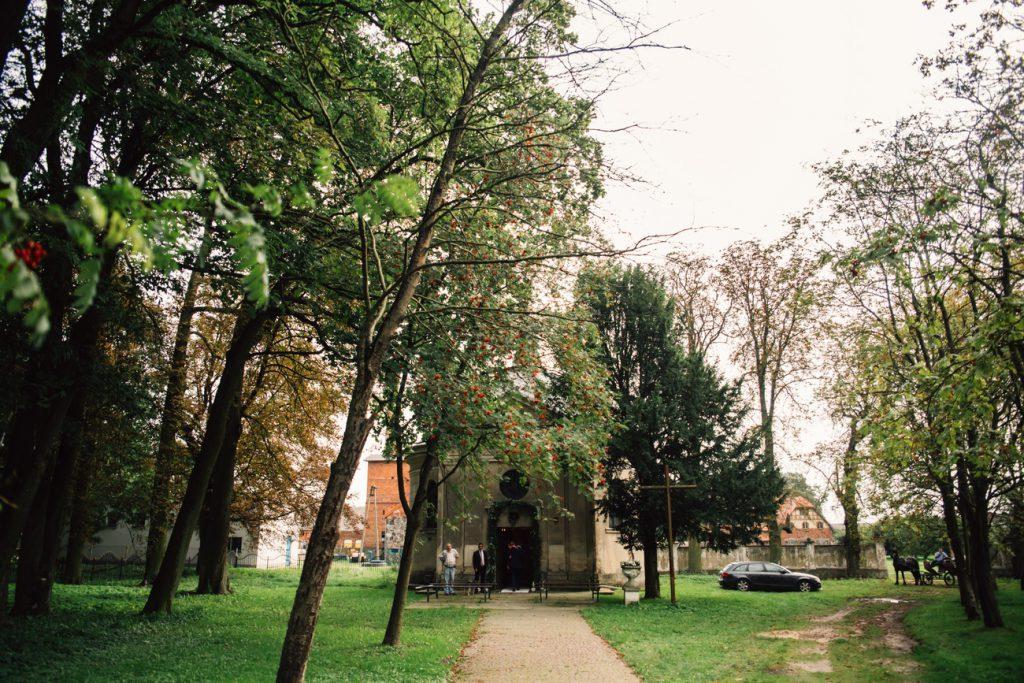 Fotografia ślubna poznań kaplica w wąsowie Bajkowy ślub w Wąsowie