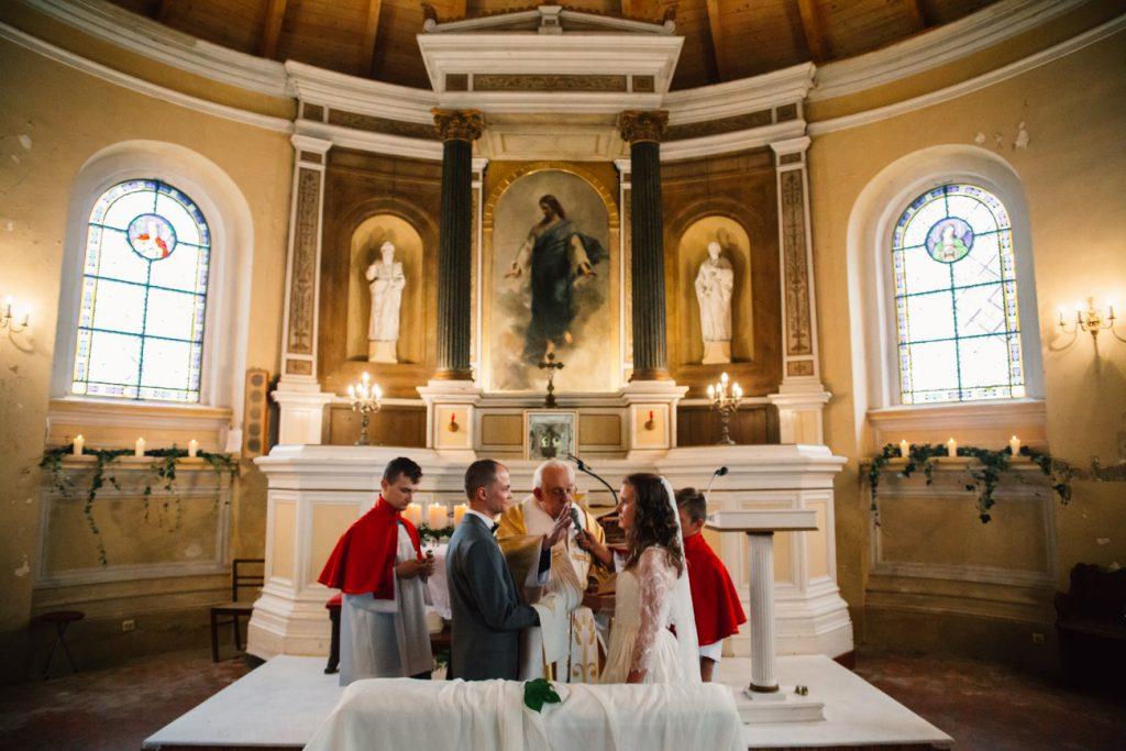 Para Młoda podczas przysięgi ślubnej Fotografia Gniezno