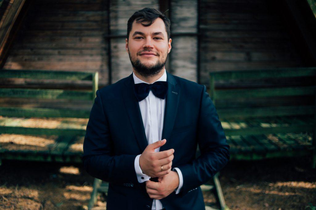 Pan Młody podczas sesji ślubnej greatest hits! fotografia ślubna gniezno